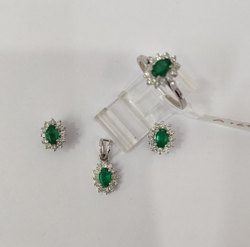 Sterlin Silver Earring Pendent Ring Set with Diamond & Colombian Emerald