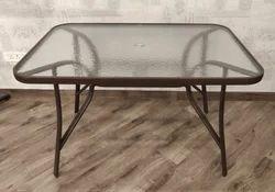 Della Table