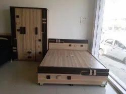 enginnered wood Engineered Wood Bedroom Set, For Home, Warranty: 1 Year