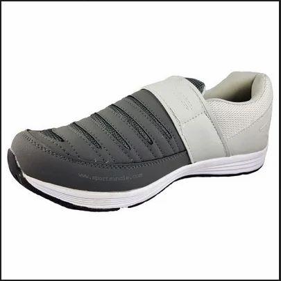 Ess Marathon Velcro Running Shoes at Rs
