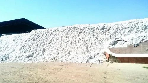 White Raw Cotton Bales