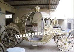 JUST MARRIED LOVE SHAPE CINDRELLA CARRIAGE