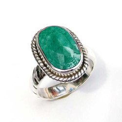 Natural Gemstone Emerald Handmade Sterling Silver 925 Ring For Women Vintage Fine Jewelry
