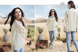 Off White Fashionable Georgette Designer Kurti