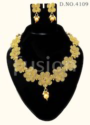 Traditional Flower Shape Necklace Set