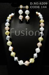 Traditional Pearl Beaded Necklace Set