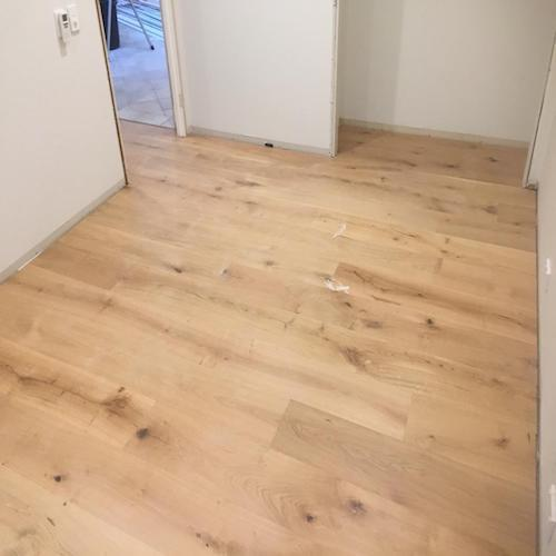 Wooden Laminated Flooring, Thickness: 12 Mm