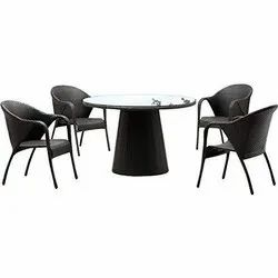 Universal Furniture Outdoor Table with 4 Chairs