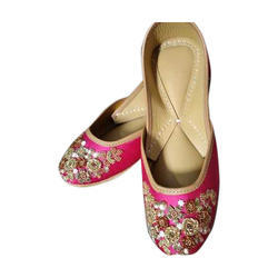 Ladies Pink And Golden Embroidered Jutti
