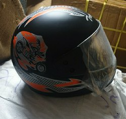 Black And White Motorcycle Helmets, Type of Face Protection: Full Face, Model Name/Number: Trophy New Fitting