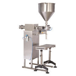 Semi Automatic Liquid Filling Machine, 2 Kw