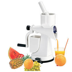 White Fruit & Vegetable Juicer