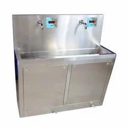 2 Bay Automatic Scrub Sink