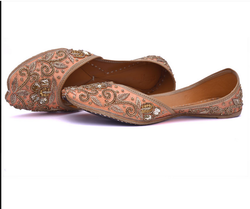 852f8f3cdfc51e Women Ladies Black Plain Leather Punjabi Juttis Traditional Khussa ...