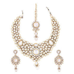 868c0f63a6 Pleine de grace Jewels Traditional Kundan Necklace Set With Maang Tikka