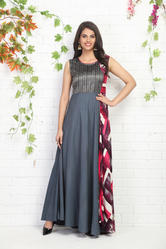 FULL-LENGTH SLEEVELESS KURTI