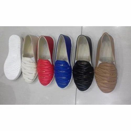 041bf8ad8c90 Piya Ladies Canvas Designer Shoes