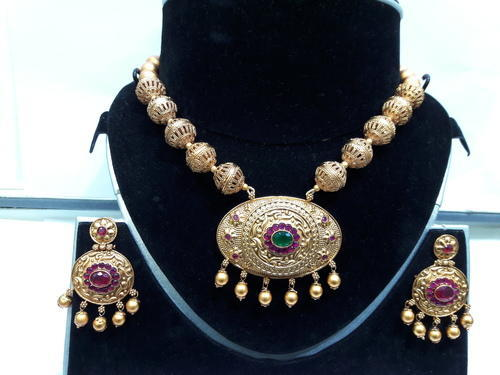 Antique Gold Necklace - Temple Jewellery Retailer from Mumbai