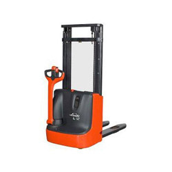 Linde 1 - 1.4 Ton Electric Stacker