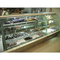 Curved Solid Glass Pastry Display Counter