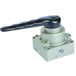 Hand Operated Spool Valve, Size: 3-4 Inch