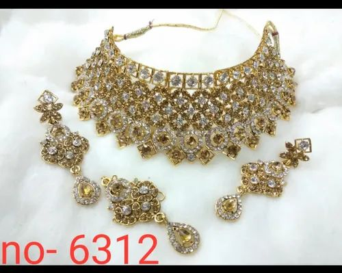 95e36049268 Traditional Non Precious Metal Diamond Necklace Set Gold Plated For Womens