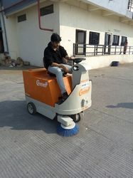 Battery Operated Road Sweeping Machine
