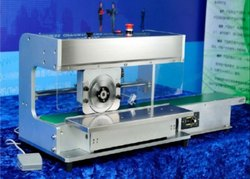 PCB Separator with Moving Cutting Blade and Conveyor Belt