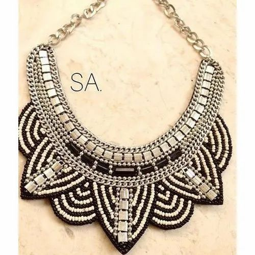 Stoned Accessories Beads Artificial Fashion Party Wear Neckpiece, Packaging Type: Box