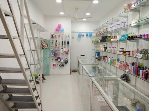 Ladies Beauty Parlour and All Products For Beauty Wholesale