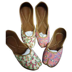 Ladies Flower Printed Mojari