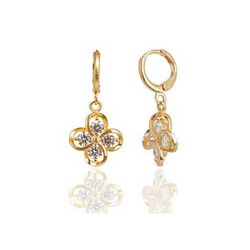 Sri Mann Collection Golden Floral Pattern Ear Ring