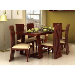 Wooden Dining Table In Lucknow वुडन डाइनिंग टेबल लखनऊ