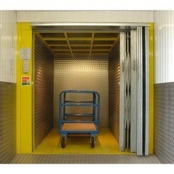 2.2 KW Industrial Goods Lift, Capacity: 4-5 ton