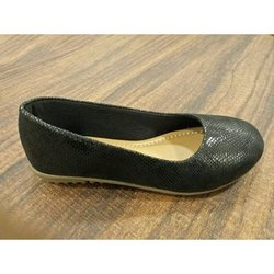 Canvas Black Ladies Formal Shoes, Packaging Type: Box
