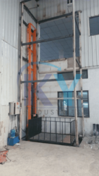 Industrial Hydraulic Goods Lift, Capacity(ton): 3-4