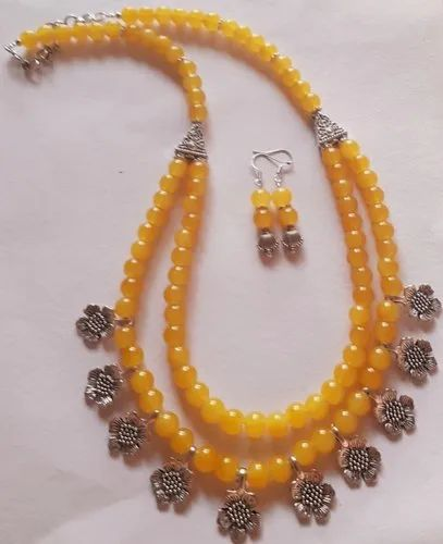 11fe196d2598f Glass Beads Necklace