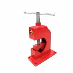 MUNISH TOOLS STEEL PIPE VICE OPEN TYPE, Size: 2