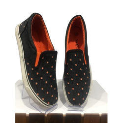 Available In Various Color Designer Ladies Canvas Shoe