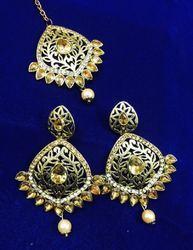Indian Ethnic Earrings With Maang Tika