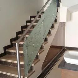 Itching Glass Staircase Railing