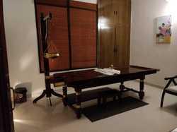 Wooden shirodhara ayurvedic massage table