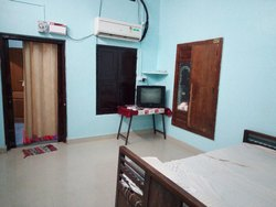 12 Noon 1 Home Stay, Vellore, 4