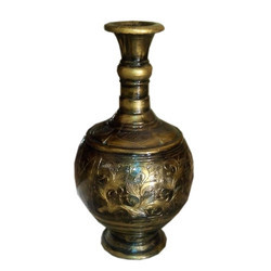 Royal Look Flower Vase In Metallic Golden Colour