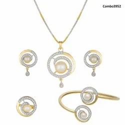 Pr Fashion Launched Beautiful Royal Looking Pendant Set