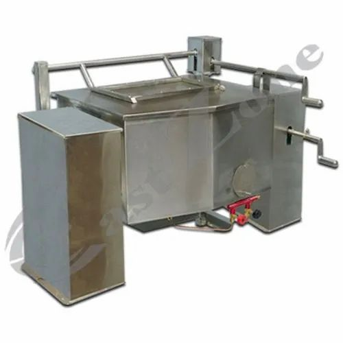 East Zone Stainless Steel Brat Pan Tilting - Deluxe, Rectangle, Capacity: 50-100 Liters