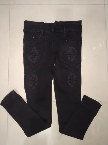 dce3420b042 Regular Button and Zipper Ladies Black Ripped Jeans, Waist Size: 26 to 32