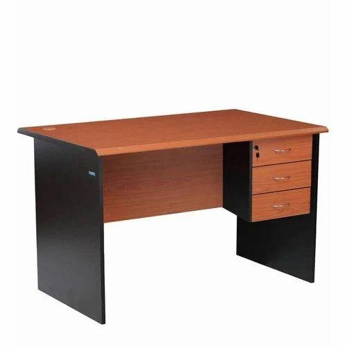 Rectangular Simple Designer Office Table, Design House ...