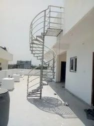 10~12 Triangular Steel Spiral Staircase, For Home, 4~5 Ft