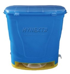 HYNEXT Pesticides Manually Operated Fertilizer Broadcaster, For Farming